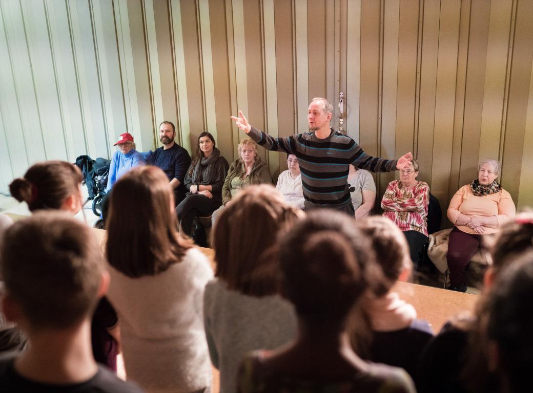 Kinder proben beim Projekt Abenteuer Oper der Stiftung Berliner Leben