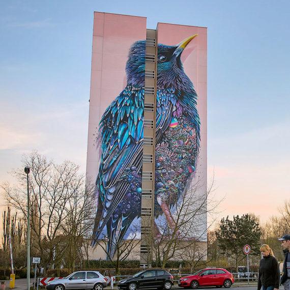 Kunstwerk an Hausfassade in Berlin Tegel von Urban Art Künstler
