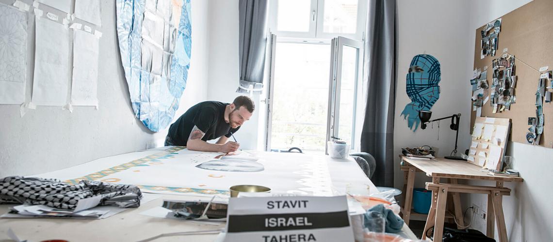 Malender Künstler des Artist in Residence Stipendiums der Stiftung Berliner Leben