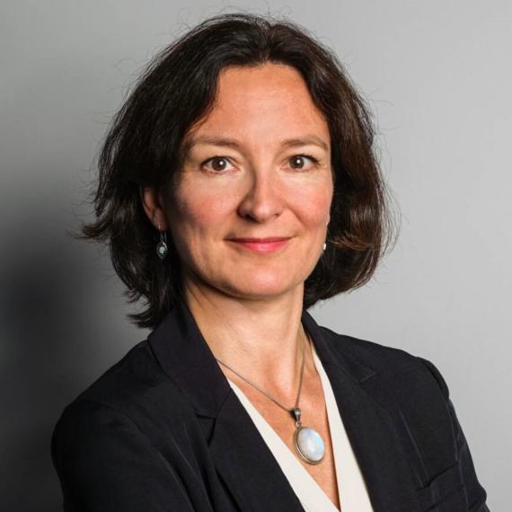 Porträt von Dr. Anne Schmedding, der Leiterin der Stiftungsprojekte der Stiftung Berliner Leben.
