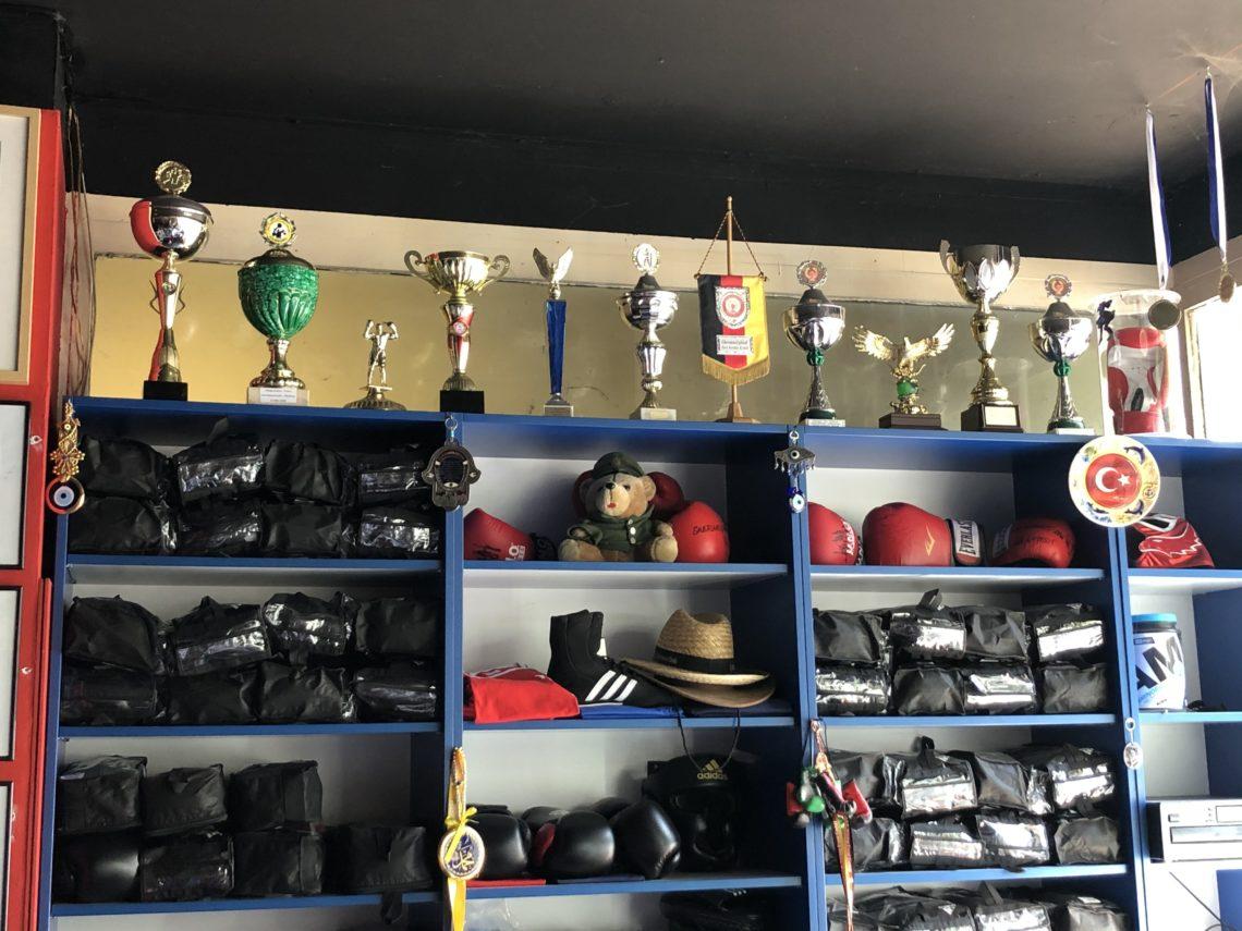 Trophäenwand im Isigym Boxsport Verein